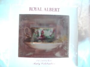 MINIATURE ROYAL ALBERT OLD COUNTRY ROSES RUBY ANN CUP SAUCER BOX