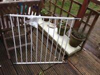 Lindam extendable gate and a standard Babydan gate