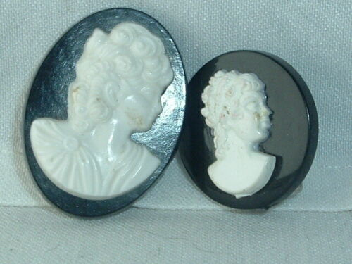 VINTAGE 2 CAMEO LUCITE SCATTER PINS BROOCH