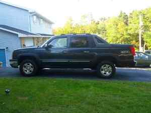 2004 Chevy avalanche LTZ- sunroof, low km, reduced!!