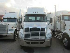 Freightliner | Find Heavy Pickup & Tow Trucks Near Me in