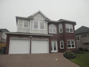 11-039 Lovely Excecutive home only 10 mins to downtown!
