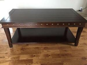 Coffee table in great condition!