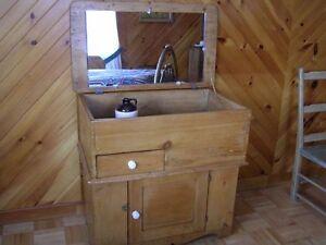 Meuble antique de toilette