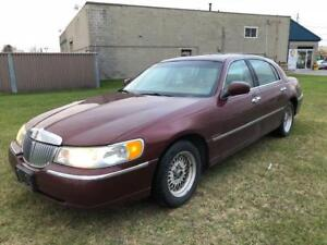 2002 Lincoln Town Car Cartier $1600 as traded