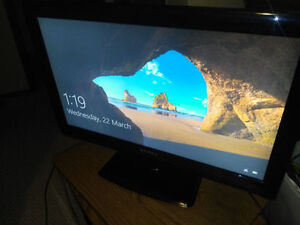 """32"""" DYNEX LCD TV - 2 HDMI, CAN DELIVER"""