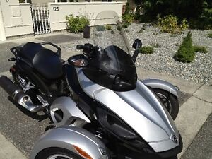 2009 CAN AM SPYDER TOURING WINSHIELD AND COVER  NEW