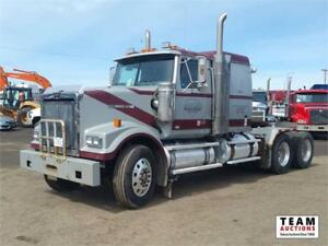 "2009 Western Star T/A 36"" Flat Top Sleeper Truck"
