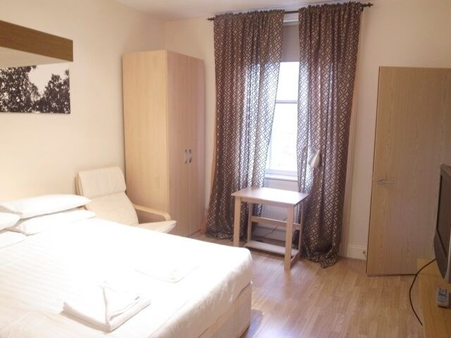 Double studio Bayswater from £300 per week all bills