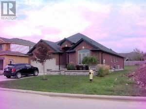 Top notch - contemporary style bungalow for sale Kitchener / Waterloo Kitchener Area image 5