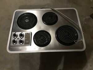 GE Electric Cooktop with 4 burners