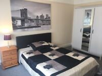 LARGE ROOM IN FANTASTIC 3 BED FLAT AVAILABLE NOW !!