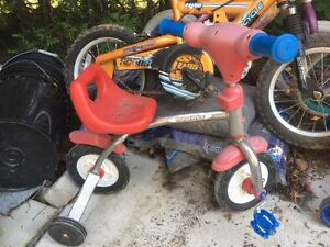 Selling kids bikes 2 left