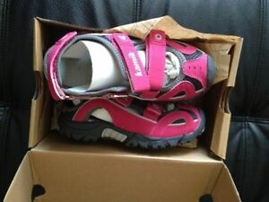 NEW Kamik girl's sandals size 11. AVAILABLE