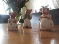 Three bears- porcelain by the WEETMAN pottery - collectable
