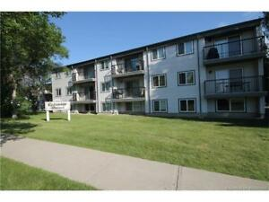 GREAT LOCATION WITHIN WALKING DISTANCE TO UNIVERSITY!