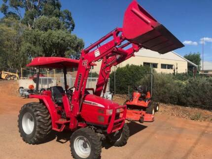 Mahindra 30HST Tractor & Loader