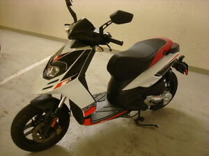 2014 Aprilia SR Motard 50 Scooter – Like New 4-Stroke