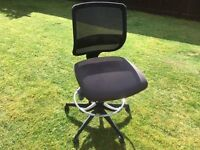 OFFICE CHAIR !! WILL DELIVER FREE OF CHRAGE IN LOCAL AREA !!