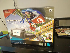 ** LIKE NEW ** Wii U + Mario Kart 8 Bundle + Remote + games !