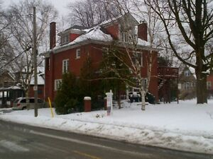 1-bdrm.sublet in large house $375 May 1 - Aug 26