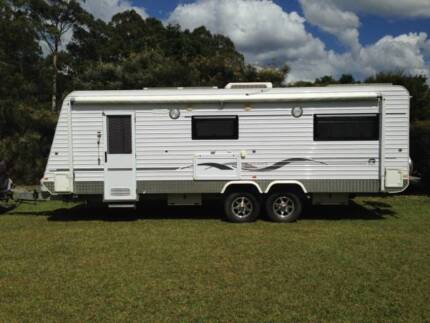 Roma family triple bunk self contained spacious home on the road Kempsey Kempsey Area Preview