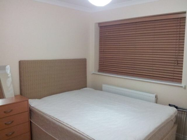 DBL Room for 1 Person 5-7mints to West Ham&Abbey rd&10-12mints to stratford tube Station[zone2-E15]