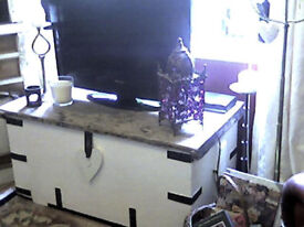 HUGE ANTIQUE PITCH PINE TRUNK /COFFEE TABLE/TV UNIT/ SEAT