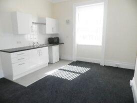 Ground Floor Refurbished Room with Kitchen - Bills Included