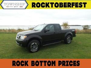 2014 Nissan Frontier Pro-4x - Manual Transmission - Loaded!!