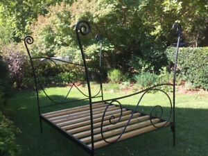 HAND CRAFTED UNIQUE WROUGHT IRON DOUBLE BED BASE