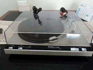 Technics SL-5200 Quartz Direct Drive Turntable