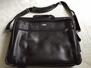 "Targus 17"" Deluxe Leather Laptop Case."