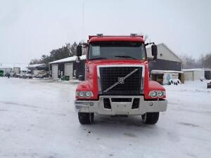 2006 VOLVO VHD TRI-AXLE DUMP TRUCK, 20'FT STEEL BOX Kitchener / Waterloo Kitchener Area image 3