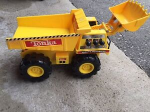 Tonka tow truck buy or sell toys games in ontario for Tonka mighty motorized cement mixer