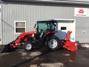 MASSEY FERGUSON - 1742 - 42hp Factory Cab Tractor Reduced!