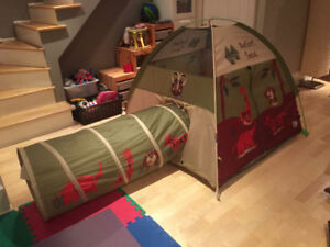 Kids play tent with tunnel, in mint condition