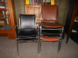 FREE! small/med size desk and 2 chairs London Ontario image 2