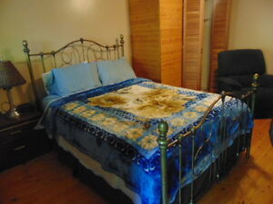 Room available in the Kingway area for ONE or COUPLE