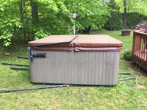 Spa à 6 places / 6-person Hot Tub