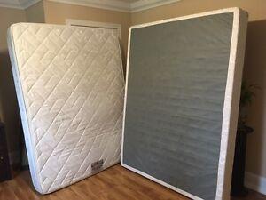 Queen Pillow Top Mattress & Box Spring - Clean, Pet/Smoke Free!