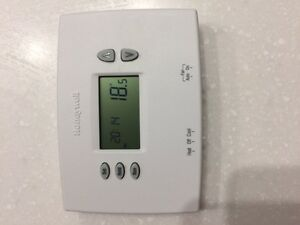 Honeywell Programable thermostat Windsor Region Ontario image 1