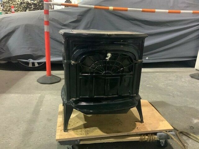Wood burning stove, Vermont Castings Intrepid II cast iron small wood stove