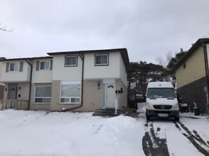 Barrie, Renovations done on this amazing 3 or 2 bedroom unit