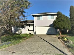 $2550(ORCA_REF#1814-141A) SOUGHT AFTER WHITE ROCK 3 BED 3 BATH