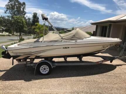 SEA RAY BOW RIDER  176