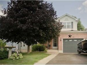 3 BDRMs HOME FOR LEASE AT DESIRABLE SOUTH-EAST BARRIE!