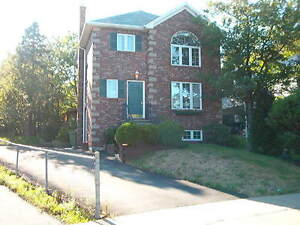 LOVELY 3 BEDROOM HOME IN CLAYTON PARK ON CUL DE SAC!