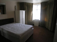 LARGE DOUBLE ROOM TO RENT IN HENDON PERFECT FOR STUDENTS