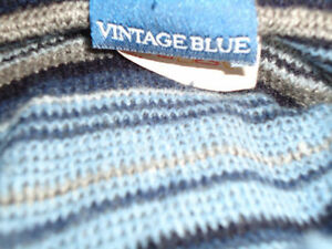 Ladies Size XL Very Lightweight Stripped Long Sleeve Sweater Kingston Kingston Area image 3